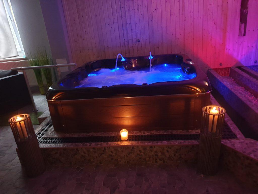 Hot Tub Wirpool Jakuzzi Wellness